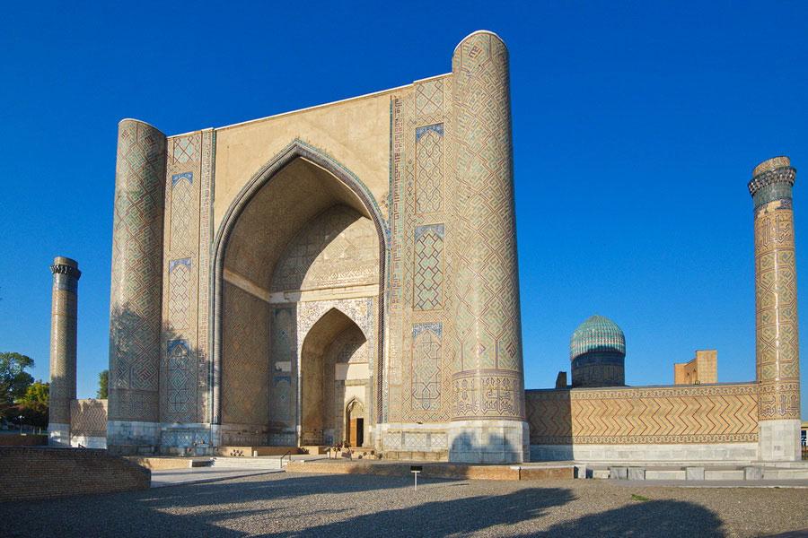 Deze afbeelding heeft een leeg alt-atribuut; de bestandsnaam is bibi-khanum-mosque.jpg