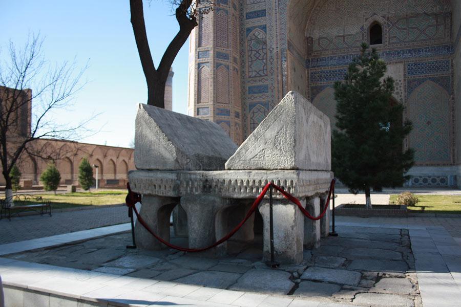 Deze afbeelding heeft een leeg alt-atribuut; de bestandsnaam is bibi-khanum-mosque2.jpg