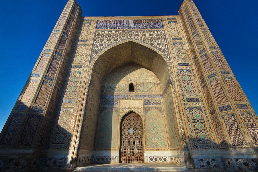 Deze afbeelding heeft een leeg alt-atribuut; de bestandsnaam is bibi-khanum-mosque4.jpg