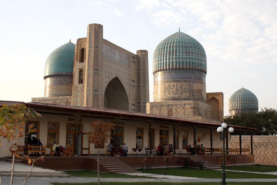 Deze afbeelding heeft een leeg alt-atribuut; de bestandsnaam is bibi-khanum-mosque5.jpg