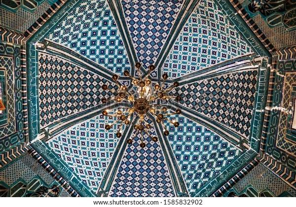 Deze afbeelding heeft een leeg alt-atribuut; de bestandsnaam is decoration-dome-mausoleum-kusam-ibn-600w-1585832902.webp