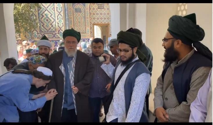 Deze afbeelding heeft een leeg alt-atribuut; de bestandsnaam is maqam-of-shaykh-abdul-khaliq-al-ghujdawani-d982.jpg