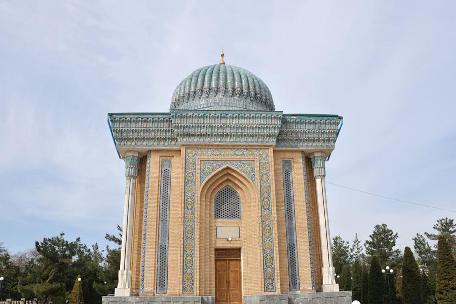 Deze afbeelding heeft een leeg alt-atribuut; de bestandsnaam is moturidi-mausoleum2.jpg