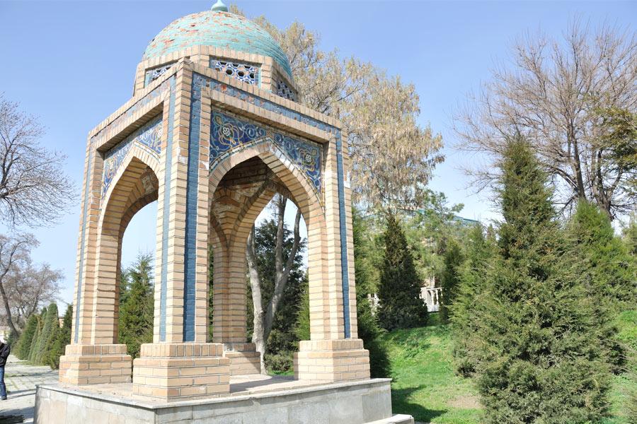 Deze afbeelding heeft een leeg alt-atribuut; de bestandsnaam is moturidi-mausoleum6.jpg